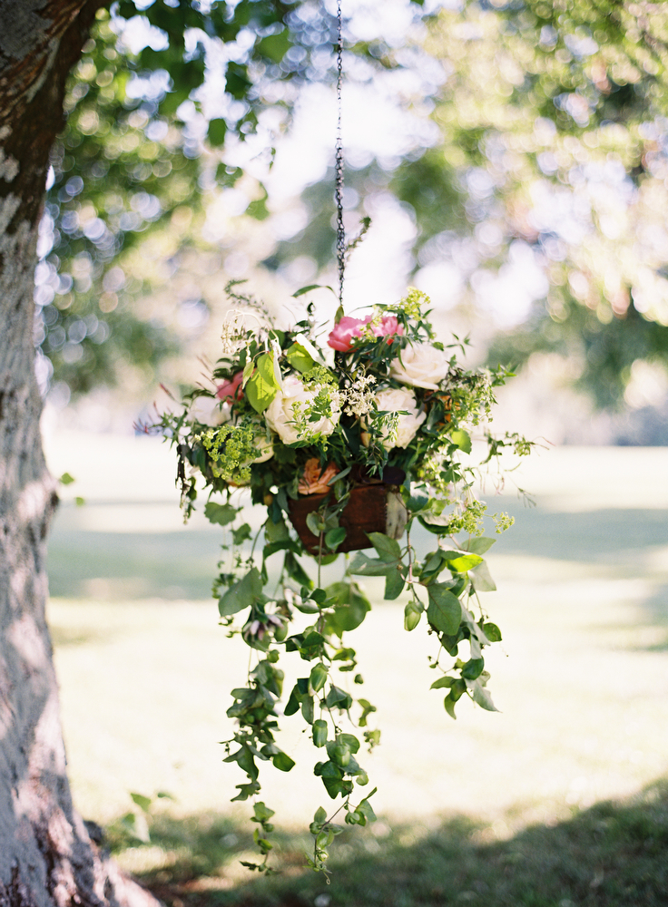 wedding-ceremony-inspiration-hanging-pots