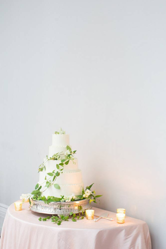 Edible Art Cake Charlotte : Charleston in Bloom: A Spring Wedding at Hibernian Hall
